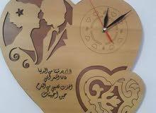 ساعات جدارية خشبية التواريخ والأسماء تتغير حسب الطلب يتوفر