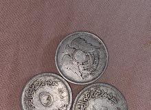عملات معدنية وورقية قديمة جدا