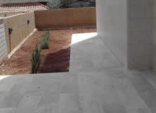 شقة ارضية مميزة للبيع في ام اذينة 175م مع حديقة وترسات 250م تشطيب سوبر ديلوكس لم تسكن
