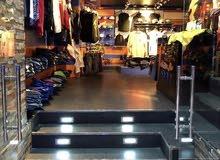 محل ملابس رجالية في بناية ظفار (روي) للبيع