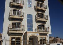 شقة مميزة 225م طابقية شارع الاردن حي المنصور