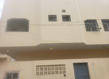 فله للبيع عدن ريمي بجانب نيوفيجن بين البيت وبين الكورنيش بيت واحد
