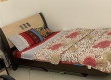سرير مع فراش مع خزانه. السعر قابل للنخفيض