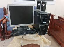 جهاز كمبيوتر مكتبي مع الشاشة و 2 سماعات وكيبورد وطابعة كلهم شغالين hp