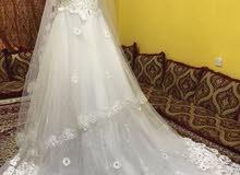 فستان زفاف جديد غير ملبوس بمستلزماته الطرحه والجيبون والسواعد للبيع