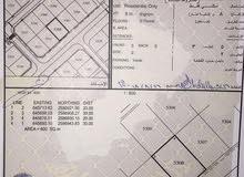 ارض خط اول شارع القار مباشرة أمام الشارع مربع 18 والمكان عامر جنبها منازل