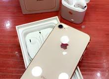 IPhone 8 بحالة الجديد كامل  اغراضة