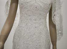 يوجد لدينا فستان بتصميم اوروبي تفصيل بكامل ملحقاته   للايجار 200 ريال للبيع 500