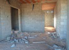 قطعة ارض بها منزل (هيكل)للبيع