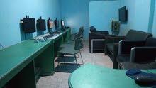 3 طاولات كمبيوتر 2 متر  ومكتب  8 كراسي