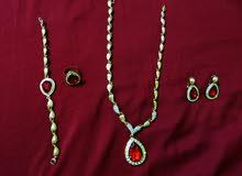 طقم مكون طوق واسوارة وخاتم وحلق اذن مطلي جديد للبيع A set of collar, bracelet, ring and  earring