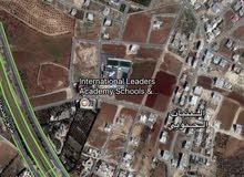 ارض 763م في البنيات مرج الفلاح خلف جامعة البترا سكن ب مع منسوب