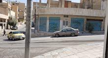 محل معرض على مربع شوارع واجهه 3 بواب كوشان مستقل للبيع تمليك للاستثمار+مخزنين بج