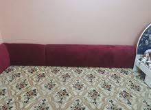 :سرير ومساعد للبيع السرير