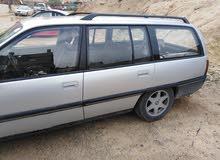 اوبل اوميجا موديل 1988 السيارة بحالة جيدة