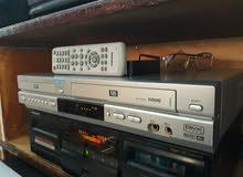 جهاز فيديو مع ديفيدي بجهاز واحد بحالة وكالة مع ريموت اصلي صورة وضوح جداجدا