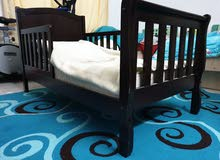 سرير اطفال بحالة ممتازة للبيع