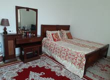 supper king bed with 2 night stands and dressing tabel.