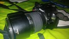 كاميرا نيكون 3200d مع عدسه 18-55 وشنته وبطاريتين وشاحنها الاصلي وذاكره 16 قيقا يوجد مفاوضه بالسعر