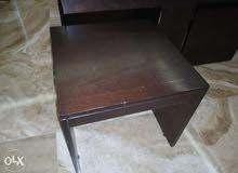 طاولة خشبية حجم كبير مع 4 طاولات حجم صغير