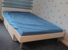 سرير اطفال مع دروج