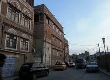 بيت نادر في وسط العاصمة صنعاء القيادة