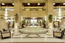 فندق يوفر وظائف من الجنسين  بالتخصصات المختلفه
