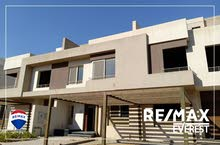 For rent town house 340 m Full finished in Palm Hills  golf extension