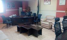مكتب مفروش فاخر في الجاردنز للبيع ( خلو ) وليس تمليك .. جاهز للعمل من اول يوم