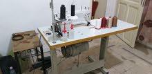 ماكينات خياطة وماكينة كوع مغز مع طاولة تفصيل