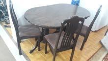 طاولة مع اربع كراسي فخمة السعر 45 دينار