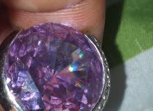خاتم من الفضة  وبه حجر كريم