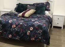 غرفة نوم من ايكيا سرير وعدد 2 كوميدينة وتسريحة بسعر 2500