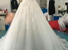 فستان زفاف بملحقاته..طرحة +عباءة مغربية