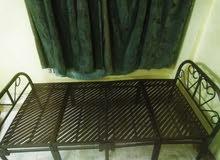 سرير للبيع بقيمة 100 ريال
