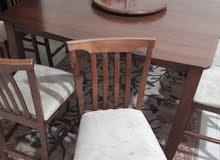 طاولة سفرة مع 8 كراسي بحالة جديدة و سرير عدد 2 و اغراض اخرى