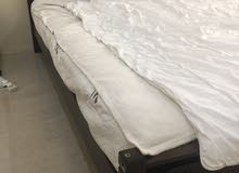 سرير مع الفرشة