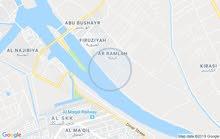 البصره جزيرة الصقر الاولى الواجهه على شط العرب مباشر يحيط بها خندق  ملك صرف