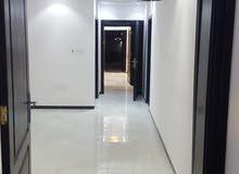 شقه خمس غرف للبيع - حي التيسير
