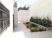 شارع الجاردنز شقه مع حديقه فارغ للإيجار