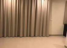 شقة فخمة للايجار في الجنبية غرفتين وصالة نصف مفروش وشامل
