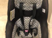 كرسي أطفال مستعمل لفتره قصيره جدا. للبيع