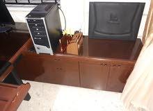 طاولة مكتب فاخرة مع كرسي جلد مع ملحق جانبي للبيع لعدم الحاجة