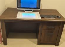 مكتب دراسه + كمبيوتر