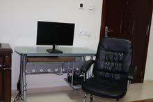 شاشه +كرسي مكتبي +طاوله كامبيوتر