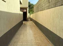 شقة نص تشطيب بقرب من كلية الأسنان جامعة طرابلس