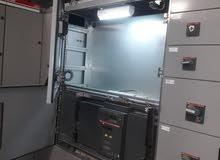 تشغيل وصيانه  القواطع الهوائيه ولوحات الجهد المنخفض والدوائر الكهربائيه