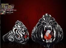 خاتم فضه وجه الاسد مرصع بحجر الزيركون الأحمر بلون الدم