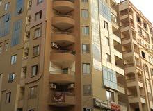 شقة مساحة 190 متشطبة ( حي راقي بالهضبة الوسطي ) امام كارفور المعادي للبيع