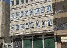 فيها 16شقه جديده وثلاثه دكاكين علي شارعين تجاري شارع اربعه وعشرين الطابق الاول ت